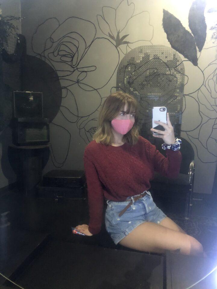 mlada frizerka fali joj sex pa se samo trlja